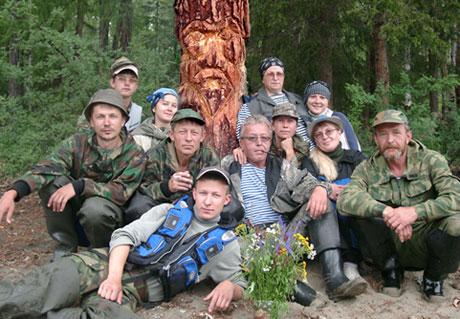 У Старца. Участники сплава, посвященного Владимиру Тарханову. Июль 2007 года.