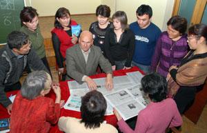 «Коллеги, обратите внимание!» Газетчики Тувы учатся у Владимира Скоробогатько. Фото Виталия Шайфулина.