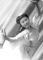 Наталья Ажикмаа солирует в танце «Звенящая нежность», 1944-1945 годы.