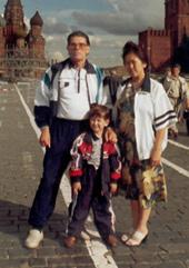 С супругой Валентиной и сыном Равилем. Москва. 2000 год.