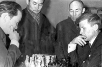 Партия друзей. Слева – Хеймер-оол Ондар, справа – Николай Шишигин. 1969 год. Фото из книги «Люди Центра Азии», третий том.