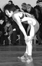 Лориса Ооржак перед схваткой. Фото из книги «Люди Центра Азии», третий том, 2006 год.