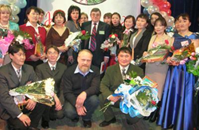 Лучшие из лучших. Министр образования РТ Петр Морозов с победителями республиканского конкурса учителей и воспитателей.