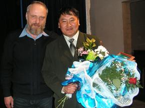 Коллеги-педагоги. «Учитель года-2007» Николай Качурин и Орлан Салчак
