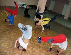 Брейкеры на тренировке. Февраль 2007 года.